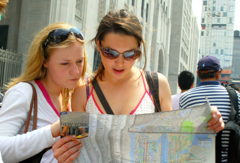 2 women reading a map